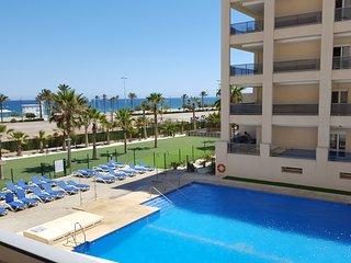 Apartamento lujo 1linea playa con vistas mar, Roquetas de Mar