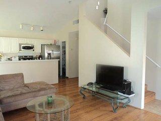 Beautiful Home Has Furnished Room Available!, Honolulu