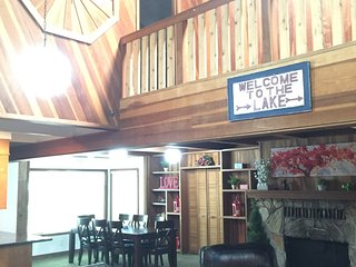 Spacious Wooden Cabin - Golf Course & State Park, South Lake Tahoe