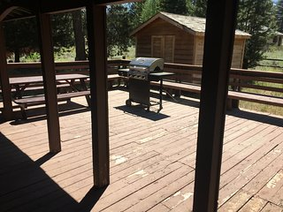 Newly renovated Spacious Wooden Cabin - next to Golf Course & State Park