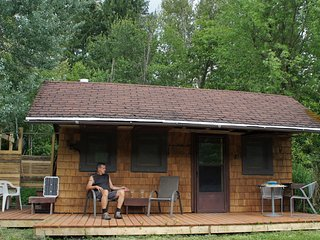 Whistling Eagle - Off Grid Cabin, Winlaw