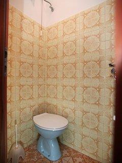 A1(5+1): toilet