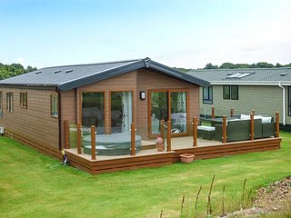 18 GOLF VILLAGE, on-site facilities, all ground floor, short walk to beach, Pwllheli, Ref 936109