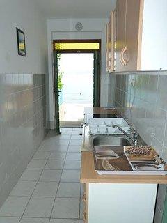 H(6+2): kitchen