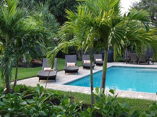 Luxurious Home And Tropical Garden With Pool