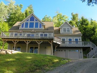 Luxury 4 bedroom home only 7 miles to Waterville Valley Resort!, Campton