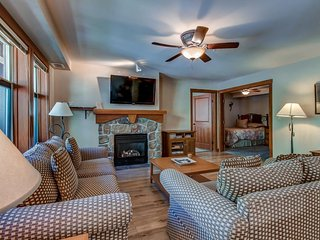 Convenient ski-in/out access, access to Club Solitude w/ shared pool, hot tub!