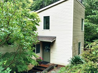 Hummingbird Hill a quiet sanctuary MCA#1117, Manzanita