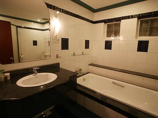 Nice studio with amazing bathroom, big bancony at District 1, Ho-Chi-Minh-Stadt