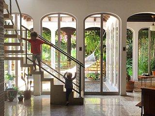 Casa Especial, Antigua