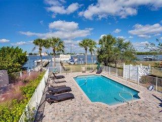 Delmar Flamingo, 3 Bedrooms, Bay Front, Pool, Elevator, WiFi, Sleeps 6, Fort Myers Beach