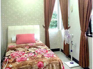 Mahogany de Azure Bed n Breakfast, nice warm room, Bantul