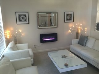 Modern 4 Bedroom 3 Bath Pool Home in Solterra Resort. 4083OD