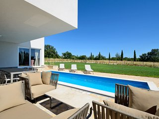Beautiful 3 bedroom villa in a pitoresque village near Rovinj., Smoljanci