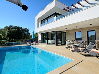 Luxury 4 bedroom villa in a unique, serene beauty town of Vrsar