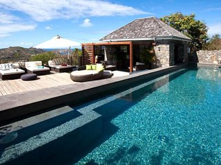 Luxury 6 bedroom St. Barts villa. Breatktaking views of the ocean and just minutes from the beach!, Lurin