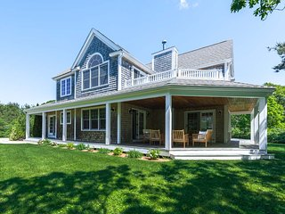 QUINJ - Newly Refurbished Contemporary Home, Beautifully Furnished,  Privately, Edgartown