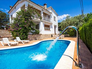 Villa Cal Vives for 12 guests, only 6km to the beaches of Costa Dorada!, Canyelles