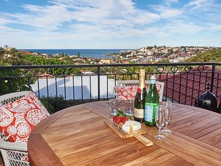 Dual level Art Deco with Ocean Views, Coogee