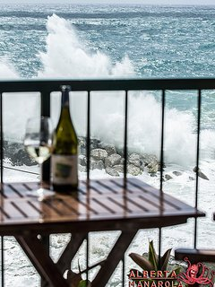 ALBERTA MANAROLA house, view from the balcony: rough sea!