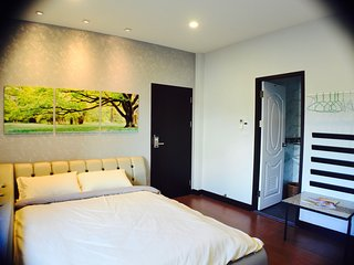 Book 2 double & 1 single rm FREE 1 single rm / BTS / Free WiFi