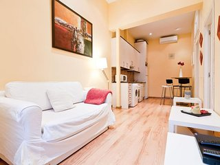 Puerta del Sol V apartment in Sol with WiFi, air conditioning, balcony & lift.