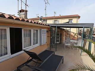 Two bed Apartment Large terrace Roof Top Old Town, Antibes
