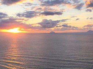 Prestigioso attico sospeso sul mare, Piraino