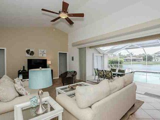 Briarwood, 4BR/3BA, Pool Home w/gorgeous Lake views!, Naples