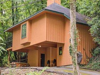 Bear Huggins, 1 Bedroom, Wood Fireplace, Hot Tub, Pool Table, Sleeps 3, Gatlinburg