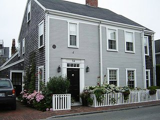 4 Bedroom 6 Bathroom Vacation Rental in Nantucket that sleeps 10 -(10335)