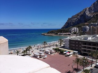 28B Beachfront apartment with pool and sea views, Calpe