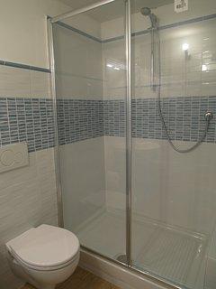 Ensuite bathroom for twin bedroom