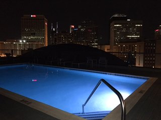 Roof Top Pool Two Bedroom Condo CITY CENTER - Nashville! 2FF2CZI