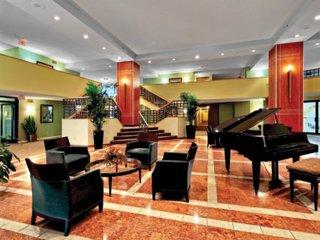 Tasteful 1 Bedroom Apartment in Elmhurst - Sophisticated Amenities