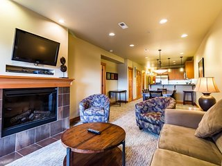 Condo for 8 with great location, year-round pool/hot tub, Chelan