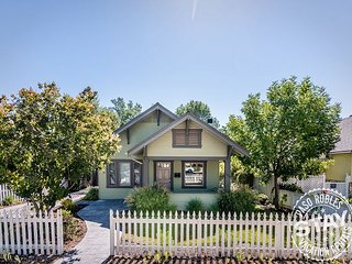 Bungalow on Vine--Delightful Home in Perfect Downtown Location