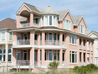 Direct Oceanfront home, 5 Bedrooms, 5.5 Baths with Private Pool, Hilton Head
