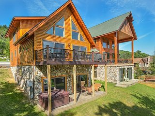 Stunning newly bulit log home offers phenomenal lake front!