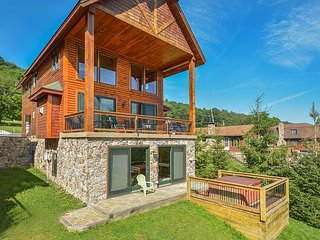 Luxurious 4 Bedroom Lakefront Home w/ Private Dock & Close to Ski Slopes!