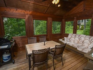 Stylish Chalet with Wraparound Deck & 3 Master Suites, Swanton