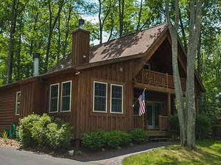 Overflowing with Character, 3 Bedroom Log Home offers privacy & a hot tub!