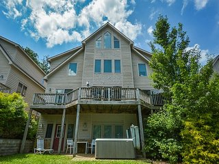 Marvelous 5 Bedroom townhome w/ hot tub offers in the heart of Deep Creek!