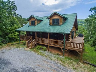 Beautiful Log Home, 2 bedroom 2 bath, Old Fort