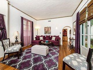 Furnished 1-Bedroom Apartment at Highland Ave & Franklin Ave Los Angeles, Los Ángeles