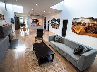 Furnished 3-Bedroom Home at Victoria Ave & Zeno Pl Los Angeles, Los Ángeles