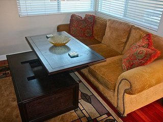Furnished 2-Bedroom Condo at 2nd Ave & Narcissus Ave Newport Beach