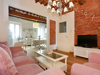 2 bedrooms and 2 bathrooms in the old town with air-conditioning,wifi,tvsat.