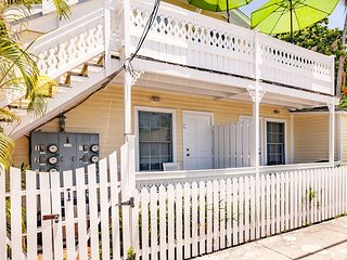 SEA BREEZE  - Island Style Key West Condo - A Parrot Head's Paradise!