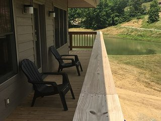 Romantic Luxury Lake Side 4 Person Cabin, Logan